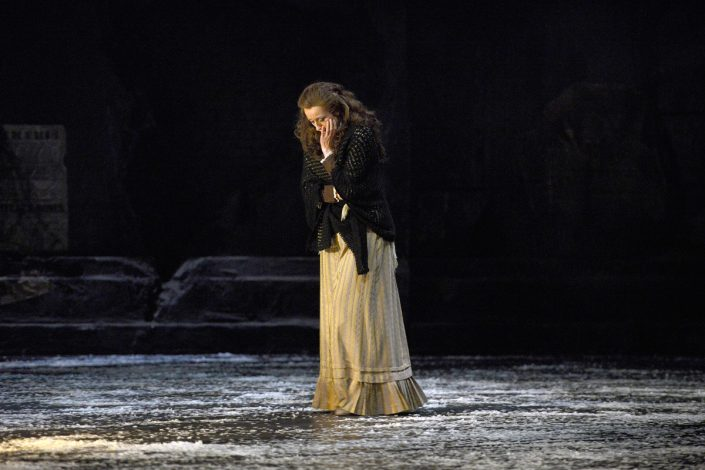 Sopranistin Martina Welschenbach in La Boheme (c) Deutsche Oper Berlin, Bettina Stöß