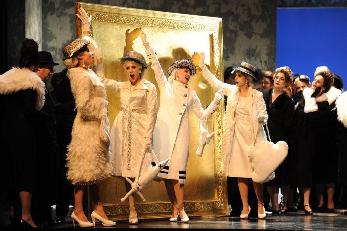 Sopranistin Martina Welschenbach Liebe der Danae 2 (c) Deutsche Oper Berlin, Barbara Aumüller